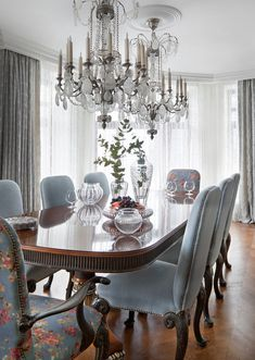 Rock crystal century chandelier from the Queen's bedroom in Versailles palace, reedited by Mathieu Lustrerie. Dining Table Design, Dining Table Chairs, Dining Room Furniture, Furniture Design, Elegant Dining Room, Luxury Dining Room, Beautiful Dining Rooms, Design Hall, Design Room