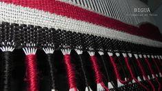 Vainillas: esta técnica es ideal para agregar un toque distinto a tus tejidos. En este tapiz, las vainillas están envueltas en lana Mechalán. Más tapices en http://bigua-telar.blogspot.com.ar/search/label/Tapices