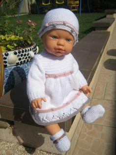 Tuto robe pour bebés prémas ou poupées ... Baby Born Clothes, Bitty Baby Clothes, Vintage Baby Clothes, Knitting Dolls Clothes, Crochet Barbie Clothes, Knitted Doll Patterns, Knitted Dolls, Minion Crochet, Crochet Baby