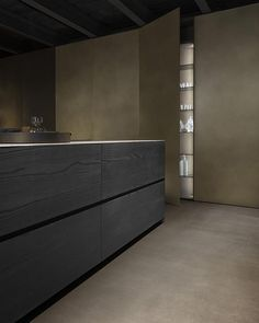 Fly, a perfect symbiosis between functionality and extremely simple uncluttered lines, is packed with personality. Contemporary Kitchen Interior, Minimalist Interior, Modern Kitchen Design, Modern Kitchens, Kitchen Interior Inspiration, Home Interior Design, Kitchen Dinning, Wooden Kitchen, Textures Murales