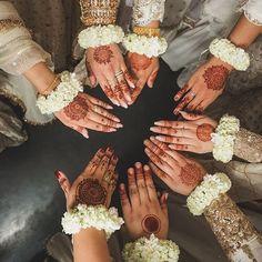 Pretty Henna Designs, Mehndi Designs Book, Stylish Mehndi Designs, Mehndi Designs For Girls, Pakistani Mehndi, Henna Mehndi, Hand Henna, Mehendi, Pakistan Bride