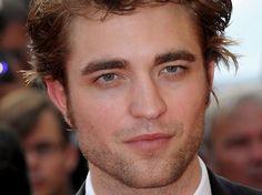 Robert Pattinson Penis   Den Mädels ist es aber wohl egal - sie himmeln Pattinson dennoch an
