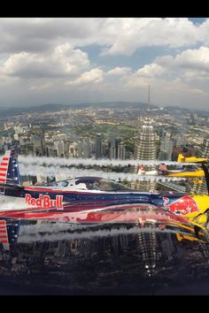Very Cool Picture of Red Bull Race Planes !