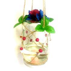 Waar word je nu vrolijker van dan van een zonnige tuin vol met bloemen en vlinders? Lok deze vriendelijke fladderaars met deze zelfgemaakte decoratieve butterflyfeedernaar je tuin.