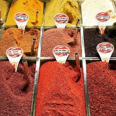 Delicious smell & taste in Istanbul Spice Bazar! Broad variety of spicy, herbal, sweet, flowery, minty notes to mix with your food!  #spicebazar #istanbul #turkey #spices #marché #epices #atmosphereturque #lou_dferreira #smell #taste