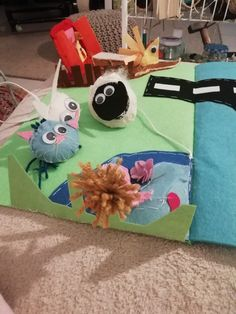 Create a safe playing field for kids or cats :) made mainly with felt #farm #animals #felt #diy #learning #playing #colours