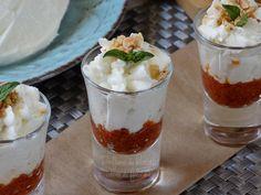 Un antipasto senza cottura che si prepara in un attimo: mousse di mozzarella di bufala con una saporita crema di pomodorini secchi! Ecco la ricetta!