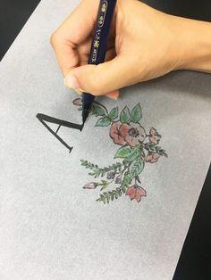 トレーシングペーパーを使ってテーブルナンバーを簡単手作り!おしゃれなランタン風【無料テンプレート配布中】 / テーブルナンバー 装飾アイテム / WEDDING   ARCH DAYS Diy Paper, Lettering, Weeding, Grass, Weed Control, Drawing Letters, Killing Weeds, Brush Lettering