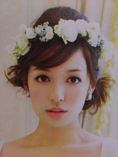 画像 : ヘアはアップ?ダウン?花冠のボリューム、かぶり方、髪型のベストバランスを見つけよう! - NAVER まとめ