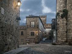 Callejon de las Monjas desde la Plaza de San Pablo (Cáceres, Extremadura, Spain) by dleiva, via Flickr
