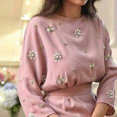 42 new Ideas for embroidery blouse haute couture Fashion Details, Look Fashion, Womens Fashion, Fashion Design, Fashion Trends, Fashion Tag, Fashion Hacks, Spring Fashion, Abaya Fashion