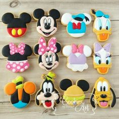 New Cupcakes Decoration Disney Mickey Mouse Party Ideas Ideas - Cake Decorating Dıy Ideen Mickey Cake Pops, Mickey Mouse Cookies, Fiesta Mickey Mouse, Mickey Cakes, Mickey Mouse Parties, Mickey Party, Mickey Mouse And Friends, Disney Parties, Mickey Sugar Cookies