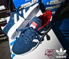 d5ea82b889e Roger x adidas Skateboarding Ronan - Solid Blue   Running White