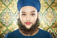 """Die Britin Harnaam Kaur hat es mit ihrer Gesichtsbehaarung ins Guinnessbuch der Rekorde geschafft. Die 24-Jährige ist damit offiziell """"die jüngste Frau mit Vollbart"""". Sie sei stolz auf den Rekord und wolle Kindern damit zeigen, wie wichtig es sei, sich selbst zu akzeptieren, sagte sie in einem Interview mit der Guinessbuch-Website. Kaur leidet an einer Stoffwechselstörung, die den Haarwuchs verursacht."""