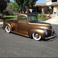 Hot Rod Pickup, Old Pickup Trucks, Hot Rod Trucks, New Trucks, Custom Trucks, Cool Trucks, Ford Classic Cars, Classic Chevy Trucks, Dropped Trucks
