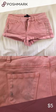 Chic Shorts back pocket semi stained as shown in picture. not brandy melville, it is forever 21! Brandy Melville Shorts