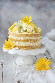 Naked cake with ananas and light no-eggs sponge cake. Easy and tasty, perfect to impress guests with few work & time #nakedcake #birthday #specialcake