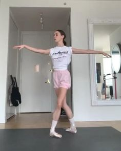PERFECTION!!! #skylarbrandt 🙌🏻 Ballet Dance Videos, Dance Tips, Dance Choreography Videos, Dance Poses, Ballet Dancers, Dancer Workout, Ballerina Workout, Flexibility Dance, Ballet Dance Photography
