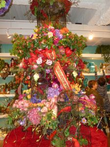 Victorian Garden Christmas tree theme, Winward Designs Dallas Market Christmas decorating http://www.ShowMeDecorating.com