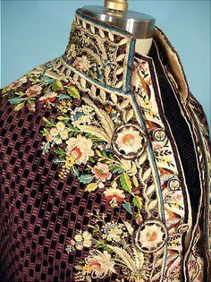 Hábito de 1780 a la francesa. Exterior detalle cuello del abrigo