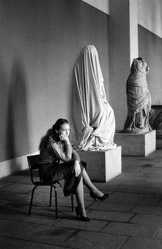 Auf der Museumsinsel, Berlin, 1980 Fotos: Roger Melis / © Mathias Bertram…