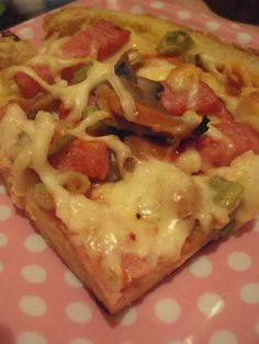 Cristina's world: Pizza cu blat din paine Pizza Lasagna, Romanian Food, Hawaiian Pizza, Chutney, Food And Drink, Cooking Recipes, Snacks, Baking, Pasta