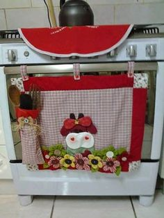Patchwork panel for stove – Door Types Sewing Hacks, Sewing Crafts, Sewing Tutorials, Sewing Projects, Projects To Try, Patch Quilt, Mug Rugs, Kitchen Accessories, Tea Towels