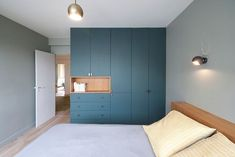 creative bedroom storage ideas that you need to know ⋆ Main Dekor Network Corner Wardrobe, Wardrobe Storage, Bedroom Storage, Corner Closet, Closet Storage, Wardrobe Cabinets, Wardrobe Doors, White Wardrobe, Small Wardrobe