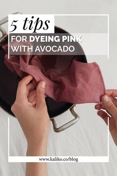 5 tips for dyeing pink with avocado – easy tutorial. 5 tips for dyeing pink with avocado – easy tutorial. Shibori, Natural Dye Fabric, Natural Dyeing, Fabric Dyeing Techniques, Pink Dye, Coral Pink, Do It Yourself Fashion, Diy Inspiration, How To Dye Fabric