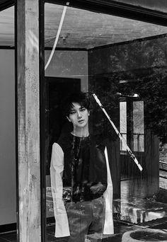 """Yesung de Super Juniorestará promocionando """"Here I Am"""" como la canción principal de su primer disco en solitario, el cual lleva el mismo nombre. La canción es el trabajo en colaboración del cantanteBrother Suy Yesung para la música y letra. El cantante Eco Bridge hizo los arreglos de ..."""