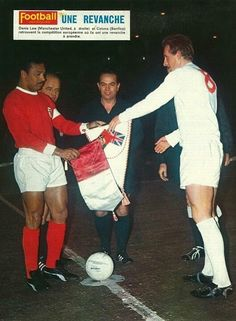 Man Utd 3 Benfica 2 in Feb 1966 at Old Trafford. The captains, Coluna and Denis Law, meet before the European Cup Quarter Final, 1st Leg.