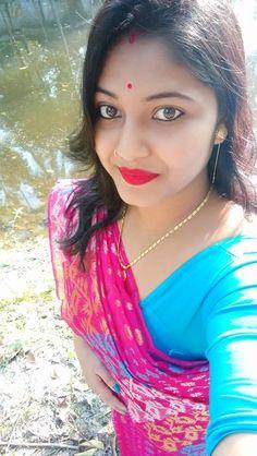 Beautiful Girl In India, Beautiful Girl Makeup, Beautiful Suit, Cute Beauty, Beautiful Girl Image, Beautiful Saree, Beautiful Women, Long Indian Hair, Cute Girl Dresses