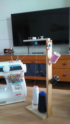 best Ideas for sewing machine room costura Sewing Hacks, Sewing Tutorials, Sewing Crafts, Sewing Projects, Sewing Patterns, Sewing Art, Sewing Room Design, My Sewing Room, Sewing Studio