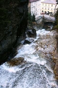 Cachoeira em Bad Gastein, cidade termal do estado de Salzburgo, Áustria.  Fotografia:  Usien.