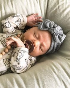 Gray Ribbed Fuzzy Hat: (sweater) w/ Top Knot Bow - baby turban hat, baby turbin, winter baby hat, baby turbon, grey sweater Baby Turban, Turban Hat, Cute Baby Pictures, Baby Photos, Toddler Girl Pictures, Little Babies, Cute Babies, Cute Baby Girl, Baby Girl Newborn