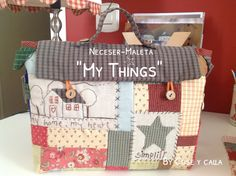 Cose y calla : …Home Sweet Home! Denim Scraps, Patchwork Bags, Denim Bag, Mug Rugs, Country Decor, Country Style, Recycled Materials, Handmade Bags, Fun Crafts