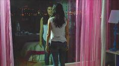 Kara Para Aşk Son Bölüm'de Elif aşk acısını artık derinden hisseder.Bunu içine atan Elif en kısa zamanda Ömer'e açılmak zorundadır.