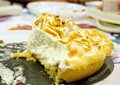 The Suicide Cake: Tarta de Plátano y Merengue (o Nata) Pie, Desserts, Food, Custard, Deserts, Merengue, Pies, Torte, Eten