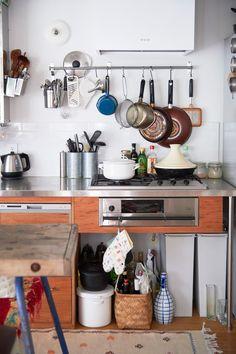 オーダーのキッチン台、シンクは無駄なく機能的なのに味があっておしゃれ。