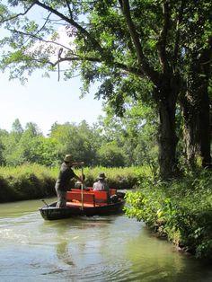 Mettre le feu à l'eau lors d'une balade en barque dans le Marais Poitevin Les Deux Sevres, Excursion, Home Workshop