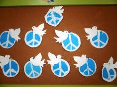 Αποτέλεσμα εικόνας για ειρηνη νηπιαγωγειο κατασκευες School Projects, Art Projects, Peace Crafts, Diy And Crafts, Crafts For Kids, 28th October, National Holidays, National Days, Autumn Art