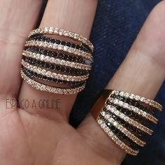 68080906be6 Anel Cravejado Com Zirconias Negras e Incolores Aros Sobrepostos - moda  fashion aneis acessorios acessories joias semijoias fashion jewelry