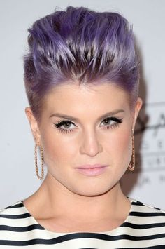 ok, i don't like kelly osbourne, ignore the purple but this is so cool. it's a super flattering mohawk for round faces Kelly Osbourne, Latest Hairstyles, Hairstyles Haircuts, Pretty Hairstyles, Medium Hair Styles, Short Hair Styles, Hair Affair, New Haircuts, Hair Blog