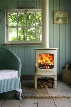 Wood burner by Charnwood Cute fireplace! Stove Fireplace, Fireplace Stone, Cabins In The Woods, Home And Deco, Cottage Style, My Dream Home, Beach House, Sweet Home, New Homes