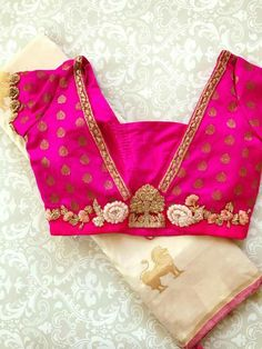 blouse designs Trendy Saree Blouse Back Designs You Want to Try 2019 - FashionShala Pattu Saree Blouse Designs, Blouse Designs Silk, Designer Blouse Patterns, Bridal Blouse Designs, Simple Blouse Designs, Stylish Blouse Design, Sari Design, Hindus, Trendy Sarees