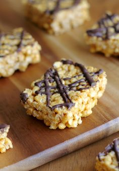 Healthy rice krispie treats - no marshmallows, no butter, 5 ingredients. Use Brown Rice Krispies Healthy Sweets, Healthy Baking, Healthy Food, Healthy Rice Krispie Treats, Vegan Treats, Reis Krispies, Cata, Vegetarian Chocolate, Sweet Recipes