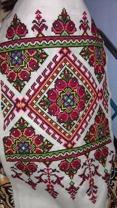 Photo from the Carpathians - Towels, embroidered by hand. Photos of the Car Cross Stitch Borders, Cross Stitch Rose, Cross Stitch Flowers, Cross Stitch Charts, Cross Stitch Patterns, Folk Embroidery, Cross Stitch Embroidery, Embroidery Patterns, Seed Bead Projects