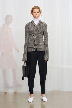 Jil Sander Pre-Fall 2018 Fashion Show Collection