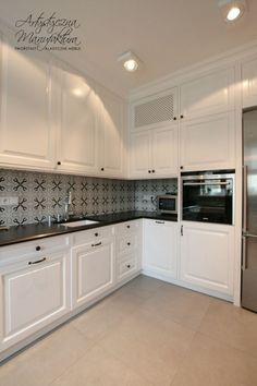 Classic Style Kitchen Furniture Timeless Furniture For Your Home Custom Made Furniture, Wooden Furniture, Kitchen Furniture, Kitchen Interior, Kitchen Decor, L Shaped Kitchen Inspiration, Kitchen Paint, Kitchen Cabinets, Western Kitchen