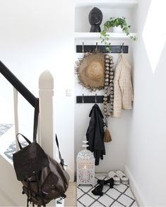 "3,984 Me gusta, 81 comentarios - Kirsten Skovbon (@skovbon) en Instagram: ""My home 😄🏡 #interior #interiør #homestyling #mywestwingstyle #boho #homedetails #interior4all…"" Wardrobe Rack, Furniture, Home Decor, Hall, Decoration Home, Room Decor, Home Furnishings, Home Interior Design, Home Decoration"